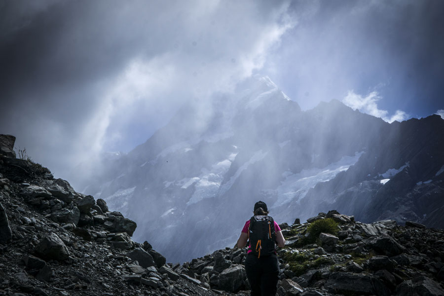 Randonnée au Mont Cook sous la brume en Nouvelle Zélande
