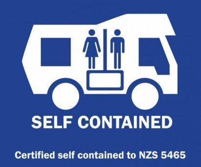 Autocollant qui certifie qu'un véhicule est self contained