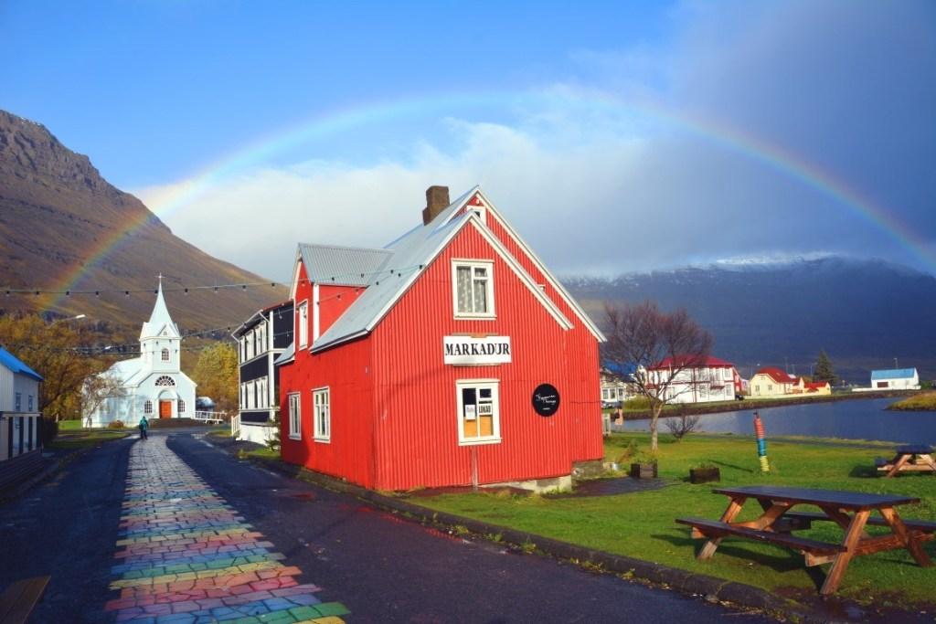 Seydisfjordur dans les fjords de l'est
