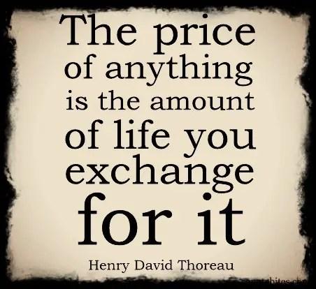 Naturligtvis ligger en bok av Henry David Thoreau i bokhögen!