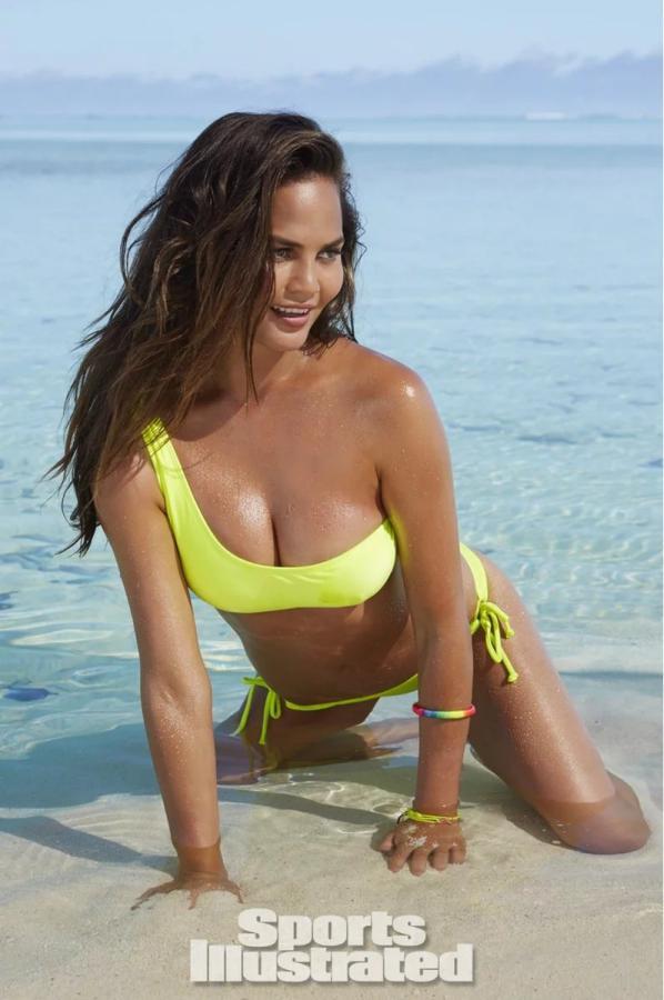 2.Крисси Тейген была сфотографирована Джеймсом Макари на Островах Кука