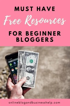 "Hand holding cash and smart phone with the text ""free resources for beginner bloggers"""