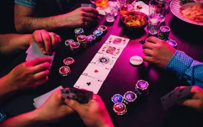 Čarli Karel-poker,kazino zabava-