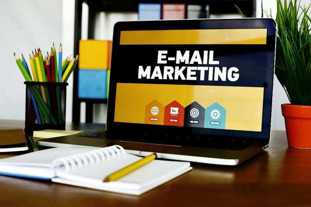 How to Write a Marketing Email: 7 Tips to Write Compelling Email Copy
