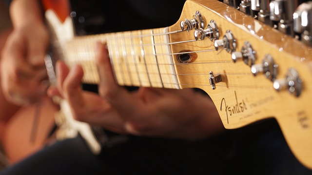 52e9d4434b51b108f5d08460962d317f153fc3e45656724d702b73dc94 640 - Beginner Guitar: Tips To Help You Rock Out