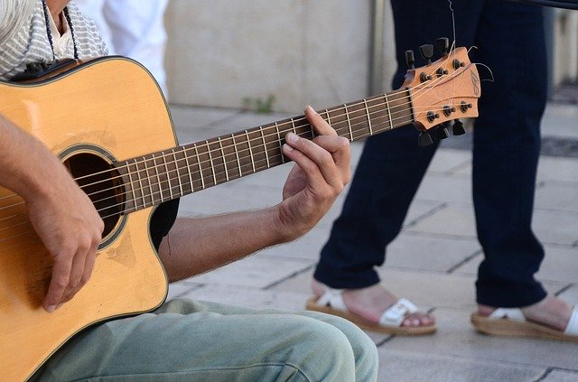 54e1d0444b53ae14f6da8c7dda793278143fdef85254764177297ed09348 640 - Guitar Playing Is Easy If You Learn A Few Things First
