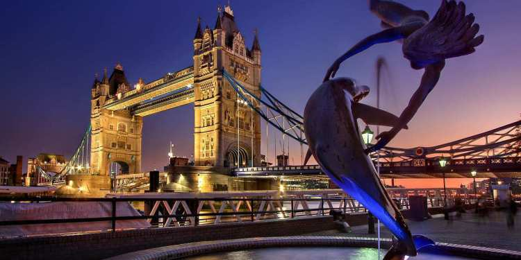LONDON CROWNED #1 DESTINATION IN THE WORLD