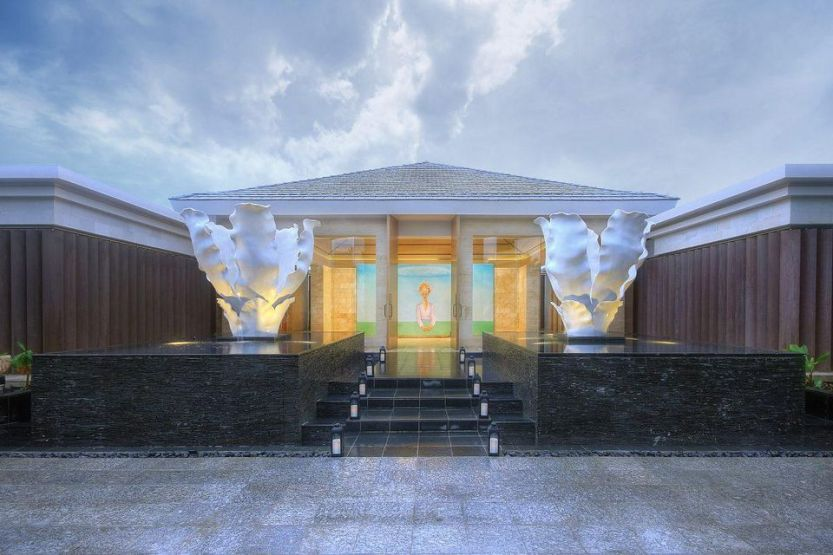 The dazzling entrance to Mulia Spa.