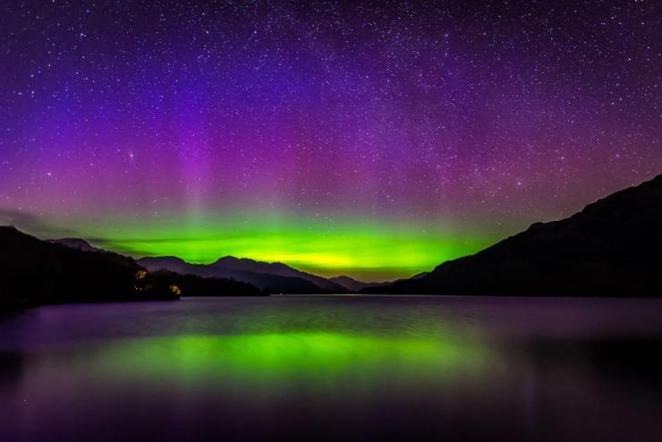 Amateur Photographer Captures Stunning Aurora Borealis Over Loch Lomond