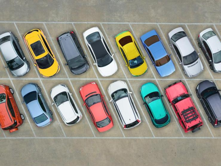 There are new ways to find inexpensive airport parking.