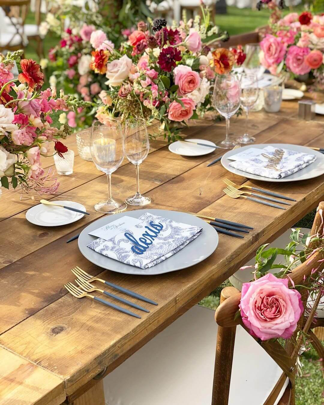 wedding table setting colours