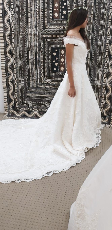off the shoulder wedding dress   secondhand wedding dress