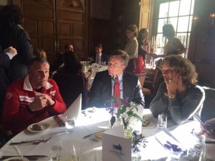Interessante en indrukwekkende gesprekken aan tafel bij Annemarie vd Sar