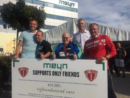 Geweldige cheque van Meyn voor Only Friends