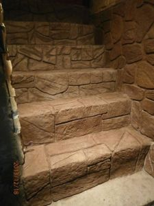 imitacja kamienia na schodach wykonana tynkownicą STIK