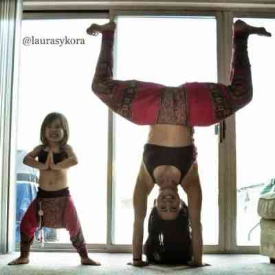 yoga mom daughter1