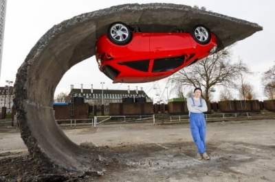 alex chinneck pick yourself up 5