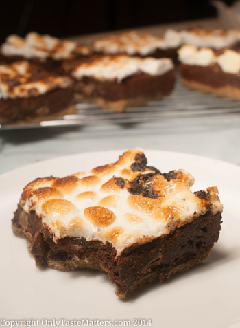 S'mores Brownies with a #GlutenFree #GrahamCracker Crust. for the full #recipe, visit OnlyTasteMatters.com.