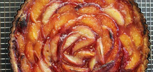 Сливово-персиковый пирог
