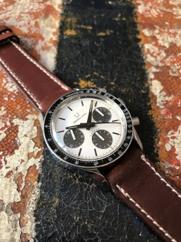 universal-geneve-the-brown-compax-nina-rindt-nat-3