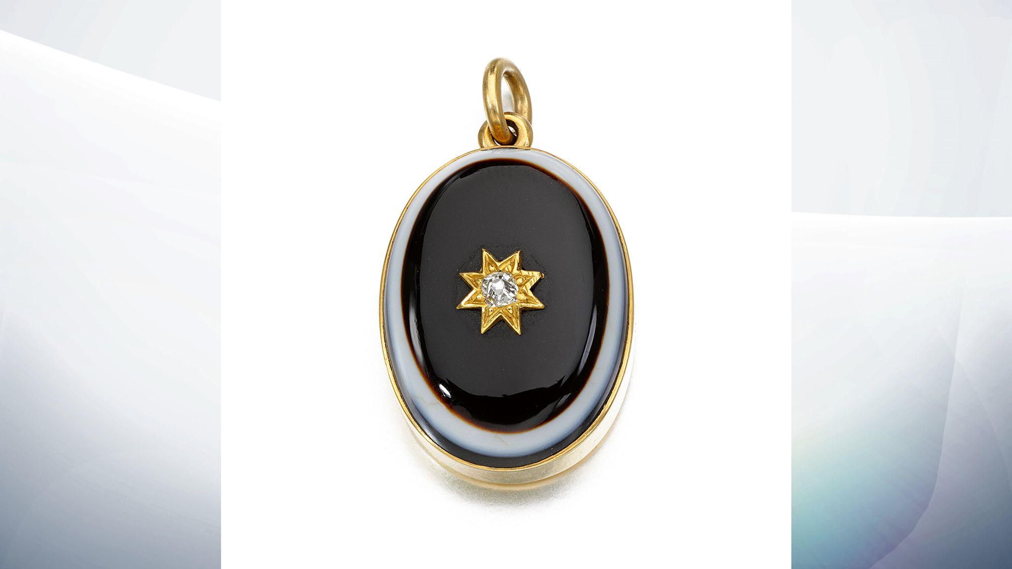 Драгоценности королевы Виктории впервые выставят на аукцион queen victoria mourning jewels