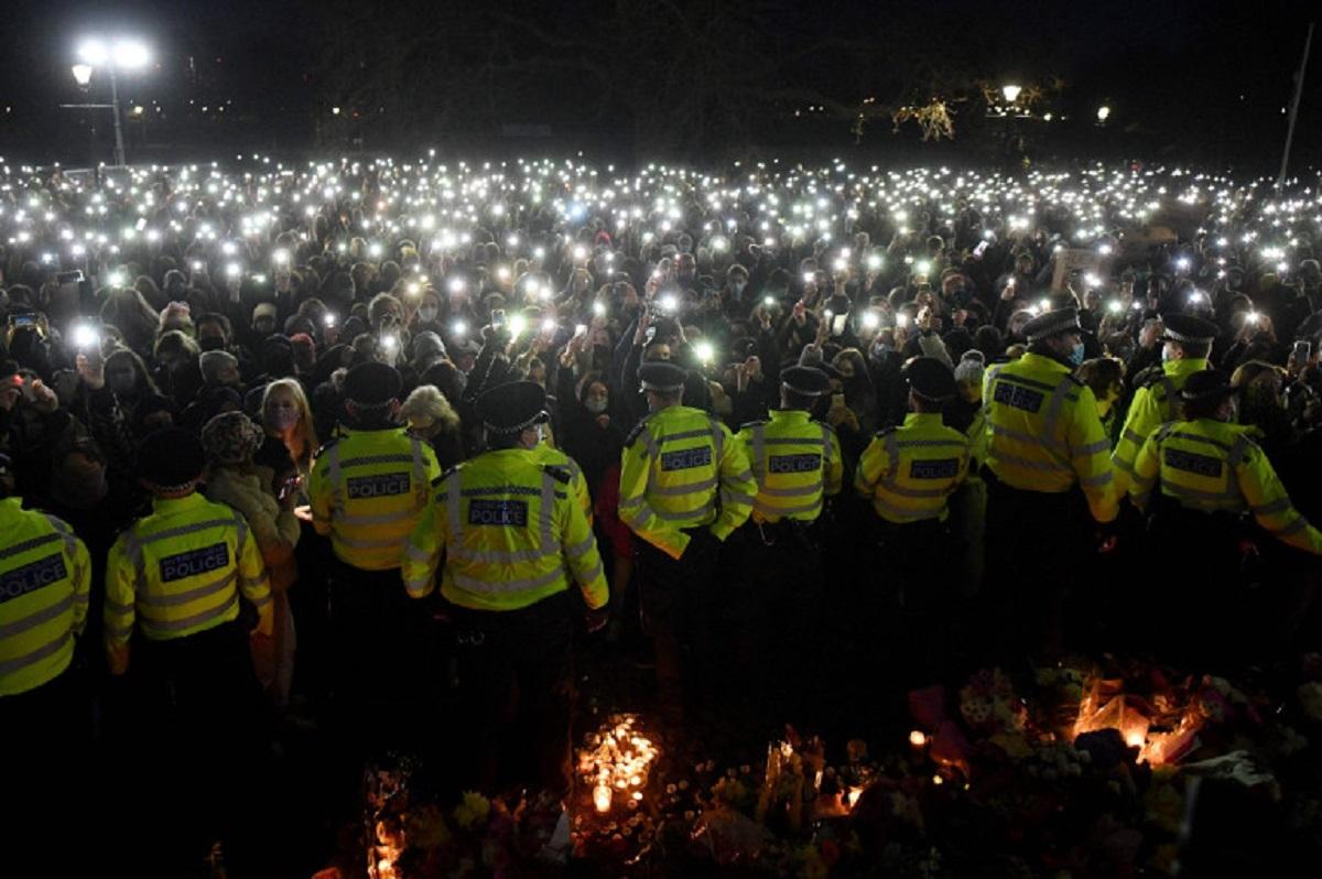 Великобритании вспыхнули столкновения между полицией и людьми Police clash with women at Clapham vigil ONLYWAY NEWS 1
