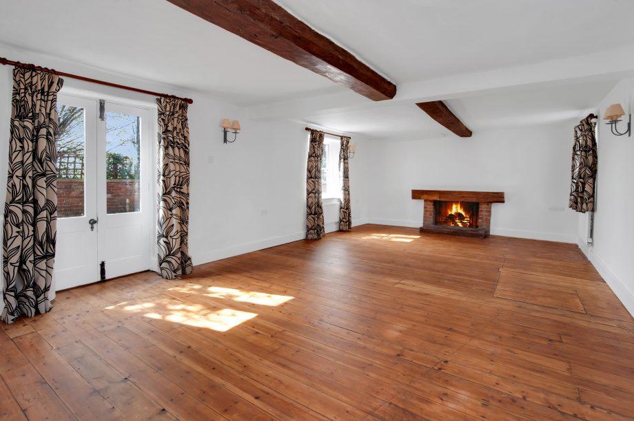 Объявления 'сдам в аренду загородный дом' Борис Джонсон Strutt Parker are seeking 4250 pcm for Grade II listed The Old Farm Hous