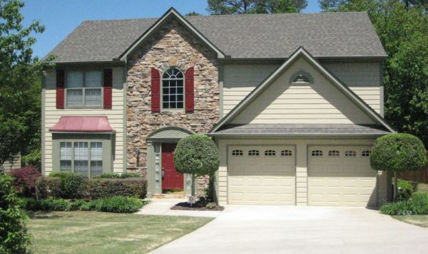 Roswell Home In Hidden Pond Subdivision