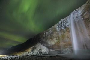 road-trip en Islande cascade Seljalandsfoss aurore boréale