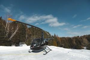 Hélicoptère au sol près du Mont Tremblant dans les Laurentides