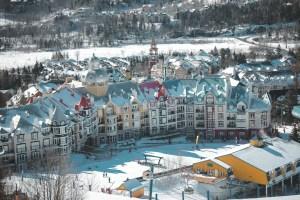 La station du Mont Tremblant au Québec vu des pistes