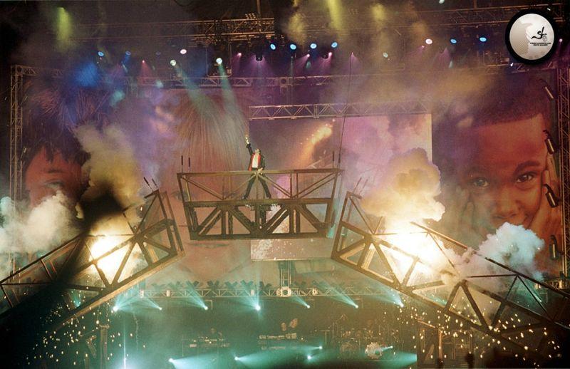 michael-visits-seoul-korea-for-a-very-special-michael-jackson-friends-concert(122)-m-6