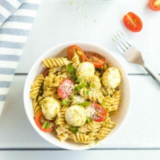Pasta with mozzarella, tomatoes and pesto in a bowl
