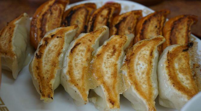 桜台「餃子家」どこかチープな店構えにいい意味ダマされた。上品な味わいの餃子に感動した!