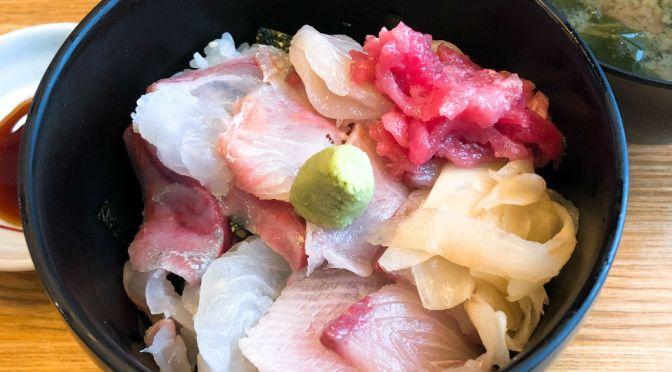 新橋「ととや」割烹居酒屋の勉強価格の海鮮ランチ。突き出しもお得で美味しいね。