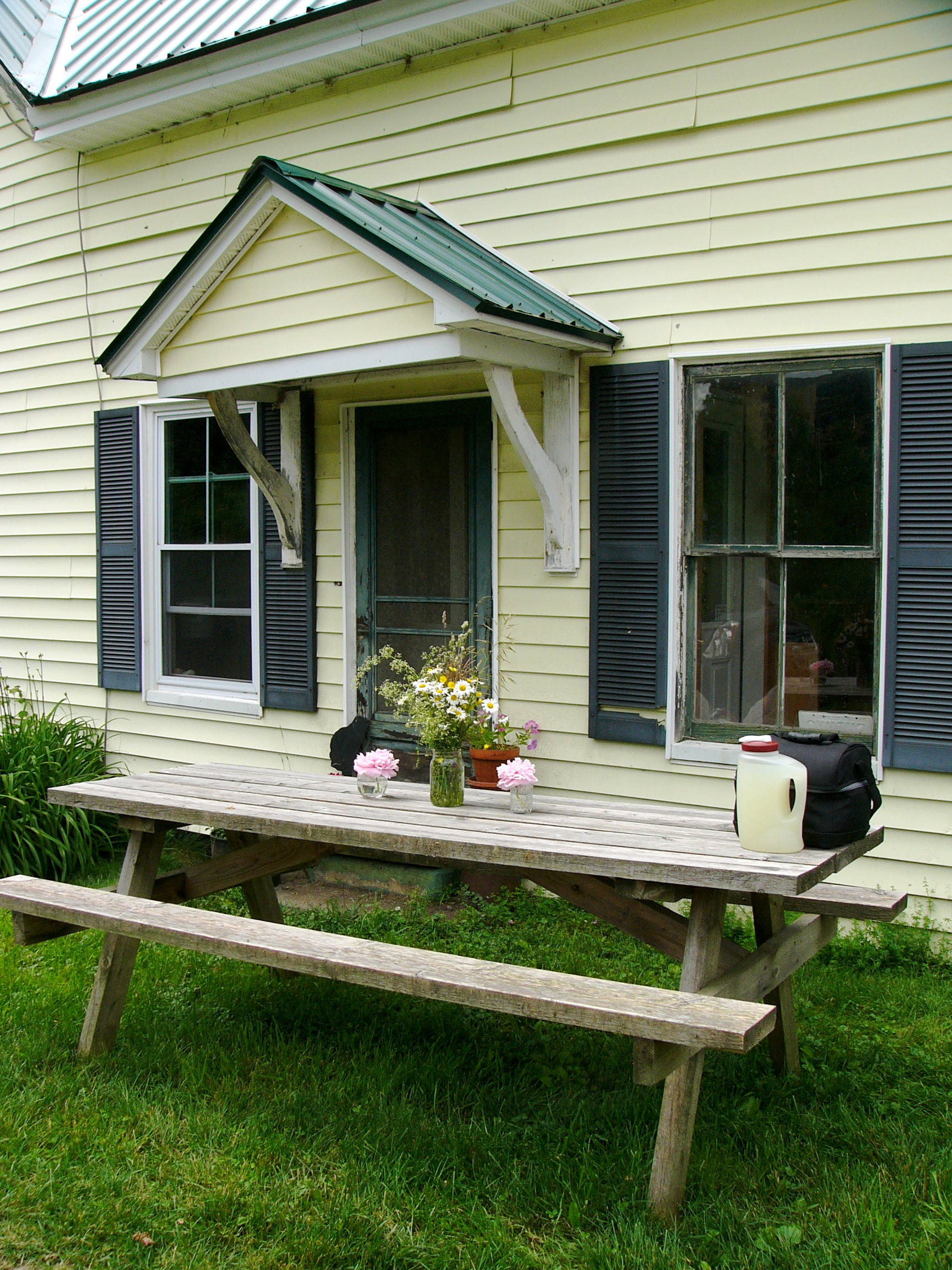The Yellow Farmhouse At Windhorse Farm Is A Warm And Welcoming Place To Call Home