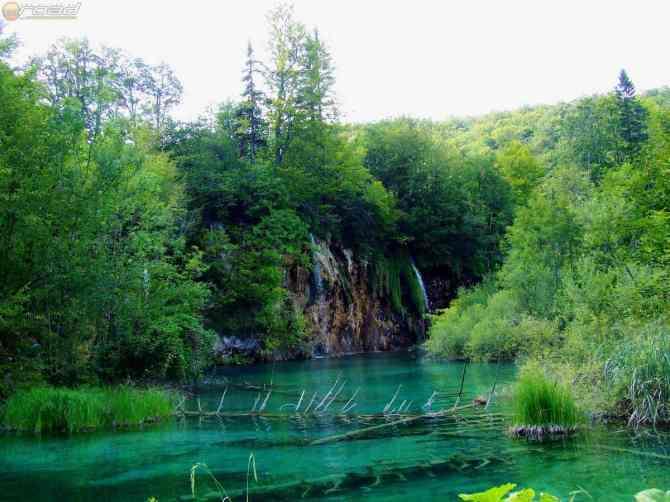 Kristálytiszta tavak - rengeteg vízesés