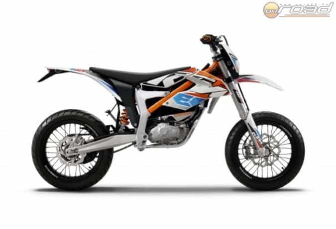 A KTM Freeride E-SM alapjaiban megegyezik az E-XC enduróval - áthangolt futóművet és kisebb kereket kap az SM változat