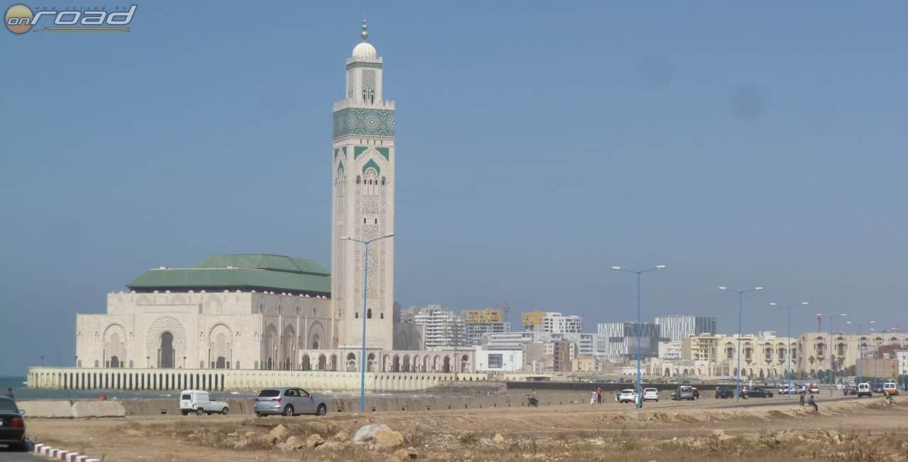 A II. Hassan nagymecset, Messziről is monumentális. Sajnos belülről nem nézhettük meg