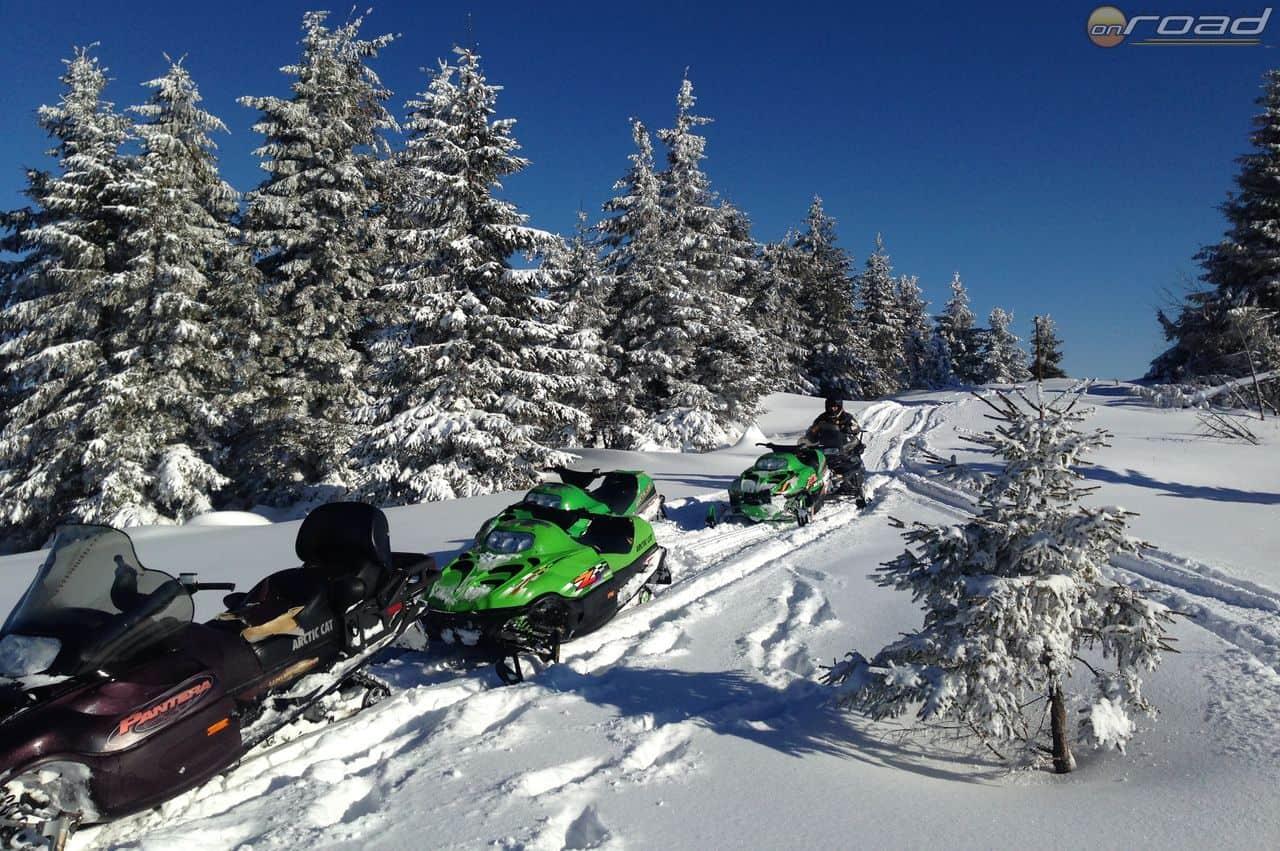 Elképesztő élmény ezekkel a gépekkel, profi felvezetéssel kirándulni a téli Erdélyben