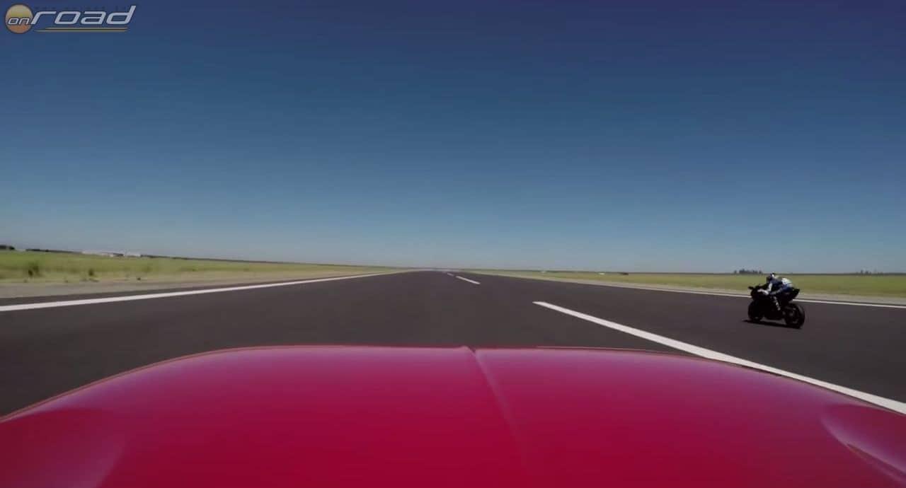 Ebben a pillanatban szenved megalázó vereséget a Bugatti Veyron is