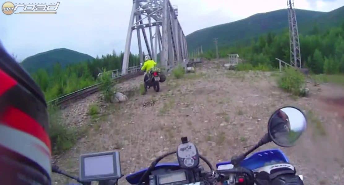 Rengeteg folyó fölött csak a vasúti hidakon, a sínek melletti keskeny részen lehet átjutni