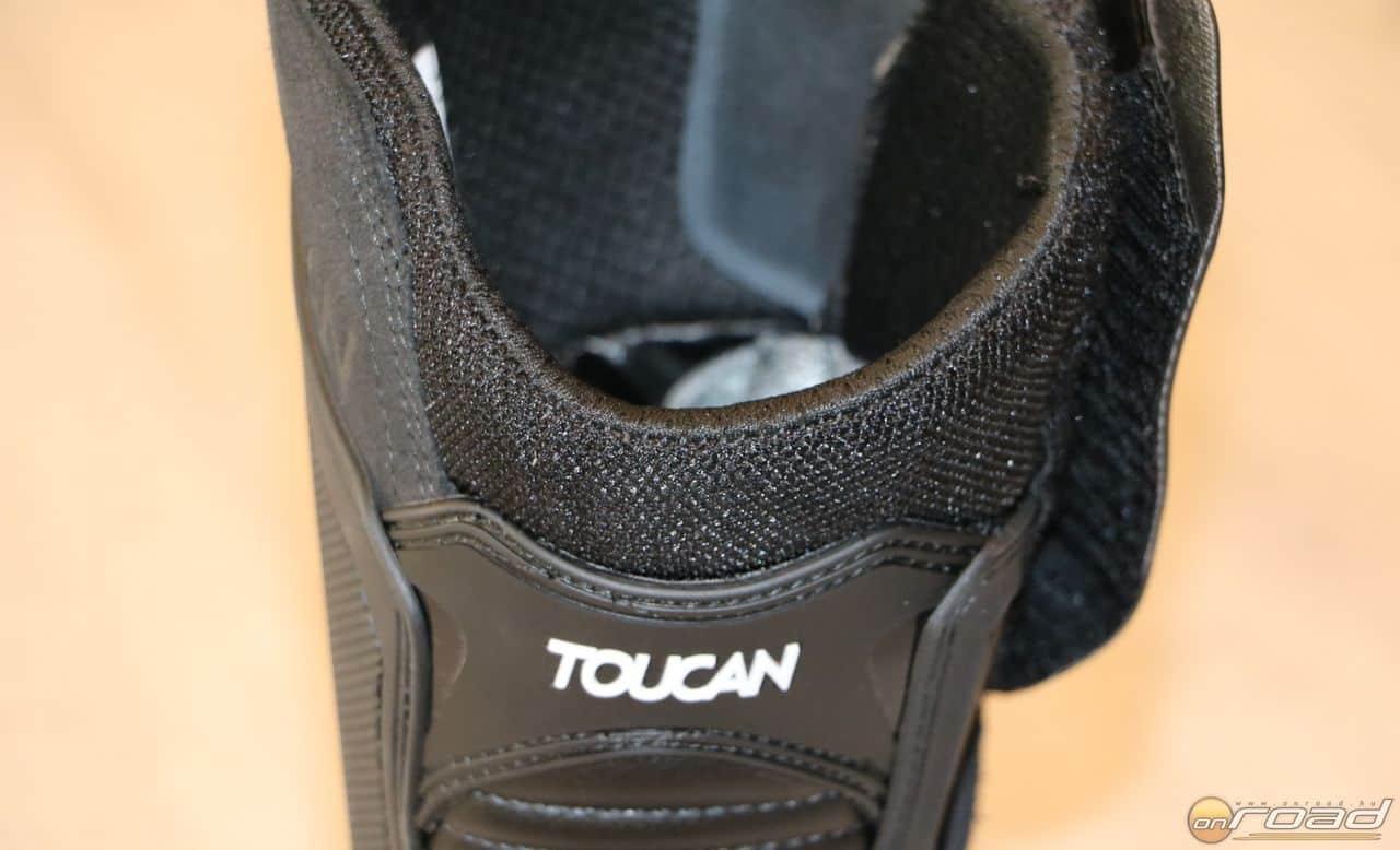 A szár kellemes és bőrbarát anyagban végződik, rövidebb zoknival sem bántja a lábat