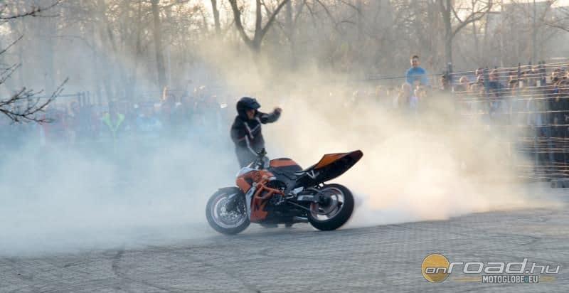 Szórakoztató motoros programokból sem lesz hiány