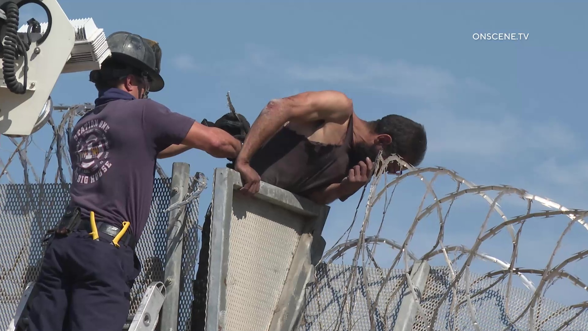 Border Wall Hopper Gets Rescued After Getting Stuck – ONSCENE.TV