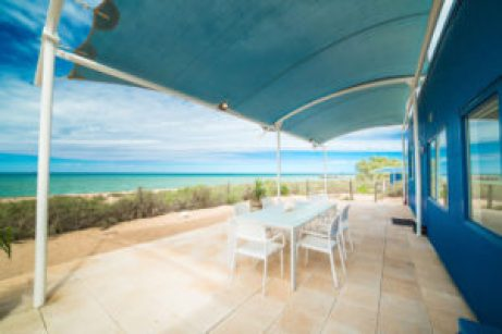 Mackerel-Islands-accommodation-beachfront-cabin-outdoor-dining-BBQ-2small
