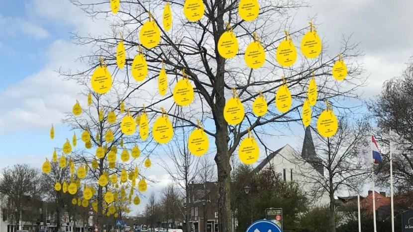 Impressie van eieren in de bomen in het centrum