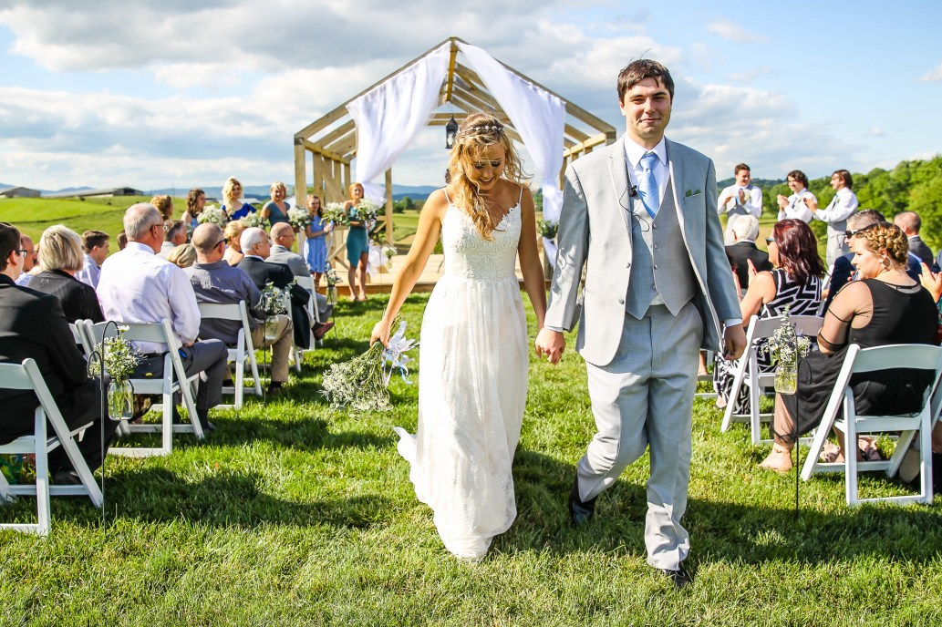 Jordan + Kevin Wedding On Sunny Slope Farm Wedding Venue by Linda Hexter Photography (21 of 30)