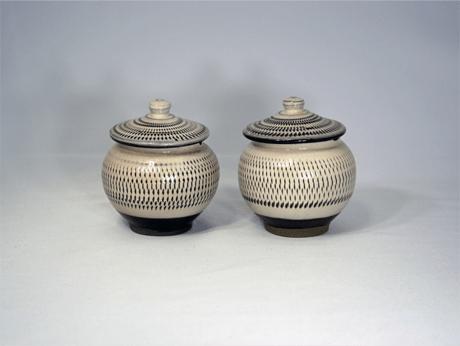 小鹿田焼 1合壷 薬味入れ 白 トビ鉋 小袋窯