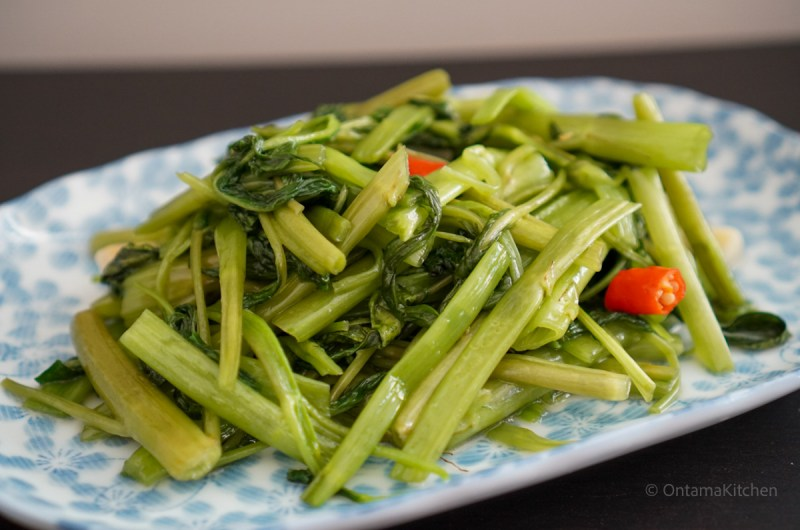 空芯菜炒め (Stir-Fried Morning Glory/Rau Muong Xao Toi)